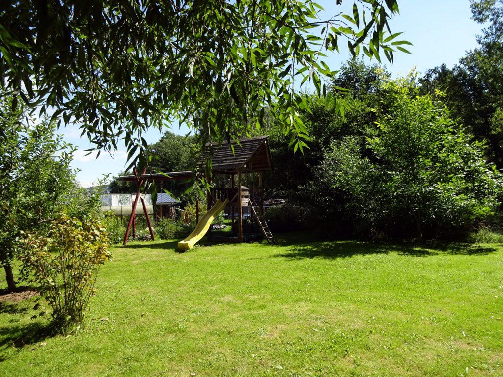 Ferienhaus Garten mit Spielplatz